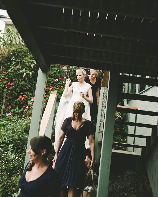 Lorne wedding bride leaving with maids