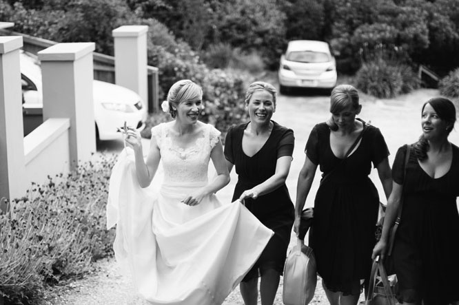 Lorne wedding girls leaving