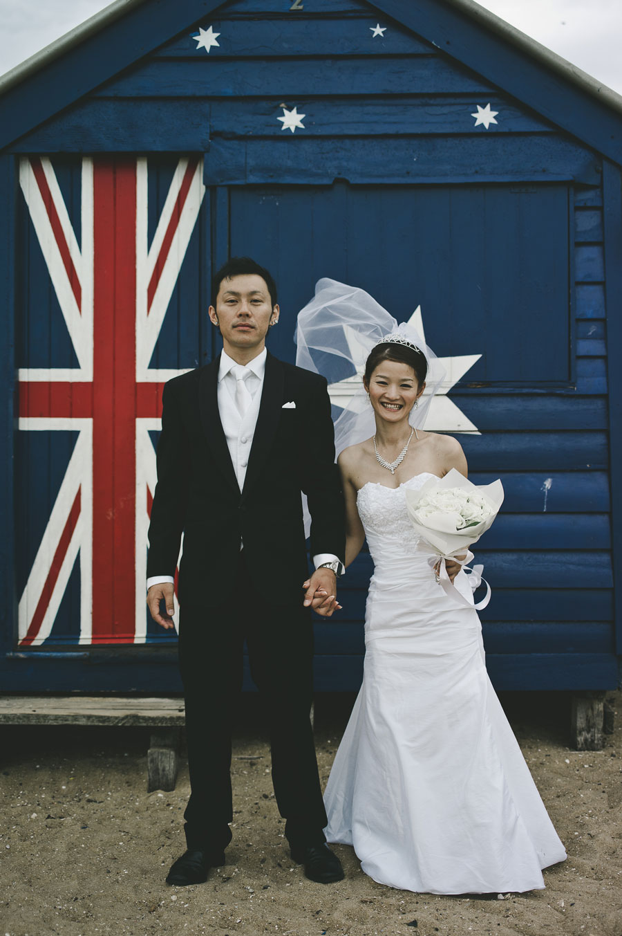 Wedding couple in front of Australian cottage