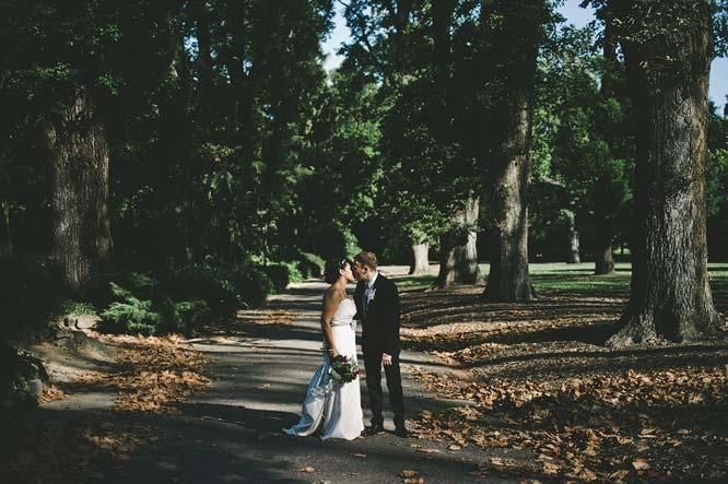 Melbourne Egyptian Wedding kissing park