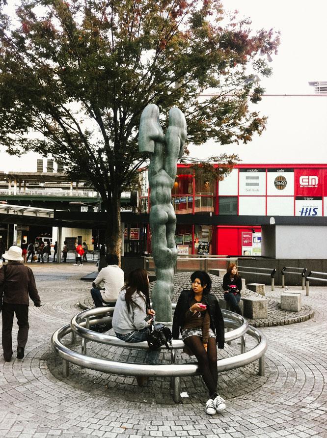 Interesting sculpture - Kobe Travel Photographer