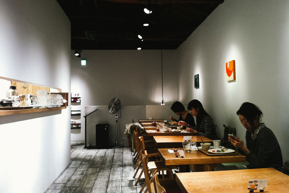 Single women in cafe - Melbourne Travel Photographer