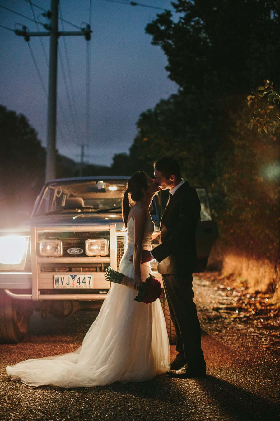 Jeep melbourne wedding photographer kiss
