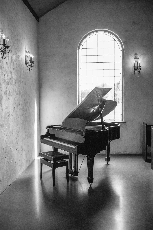 Stones-Yarra-Valley-Wedding-Photographer-piano