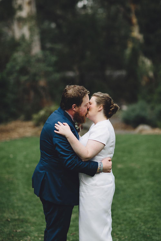 healesville-sanctuary-wedding-ceremony-kiss