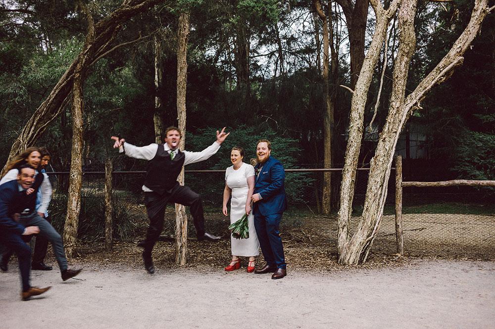 healesville-sanctuary-wedding-photobomb