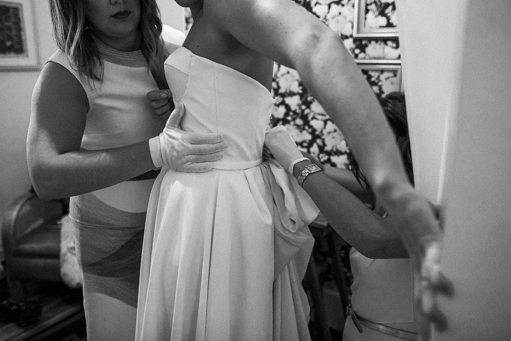 MONA-wedding-photographer-dress-gloves