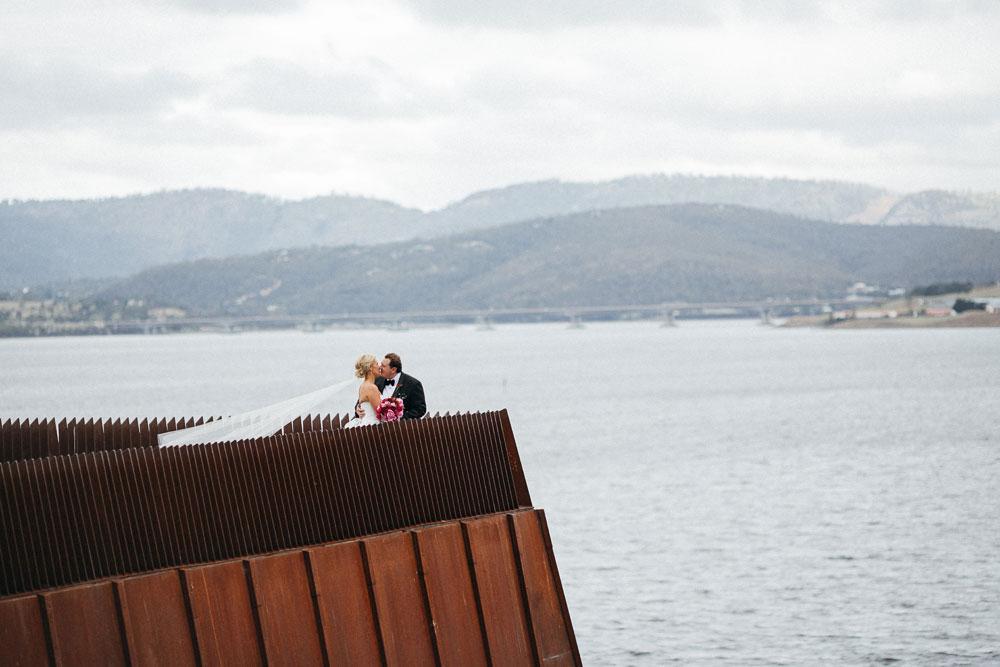 MONA-wedding-photographer-kiss