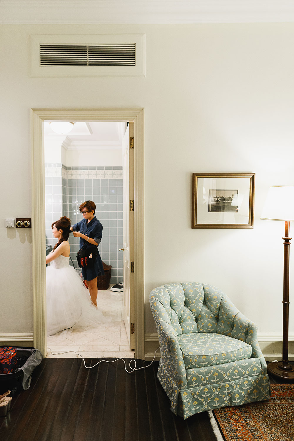 Singaore-Raffles-Hotel-Wedding-bride-bathroom
