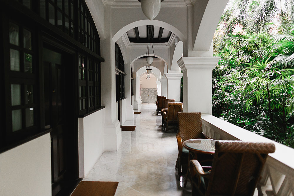 Singaore-Raffles-Hotel-Wedding-walkway