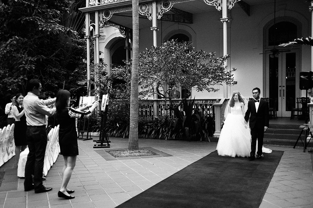 Singaore-Raffles-Hotel-Wedding-ceremony-photographer