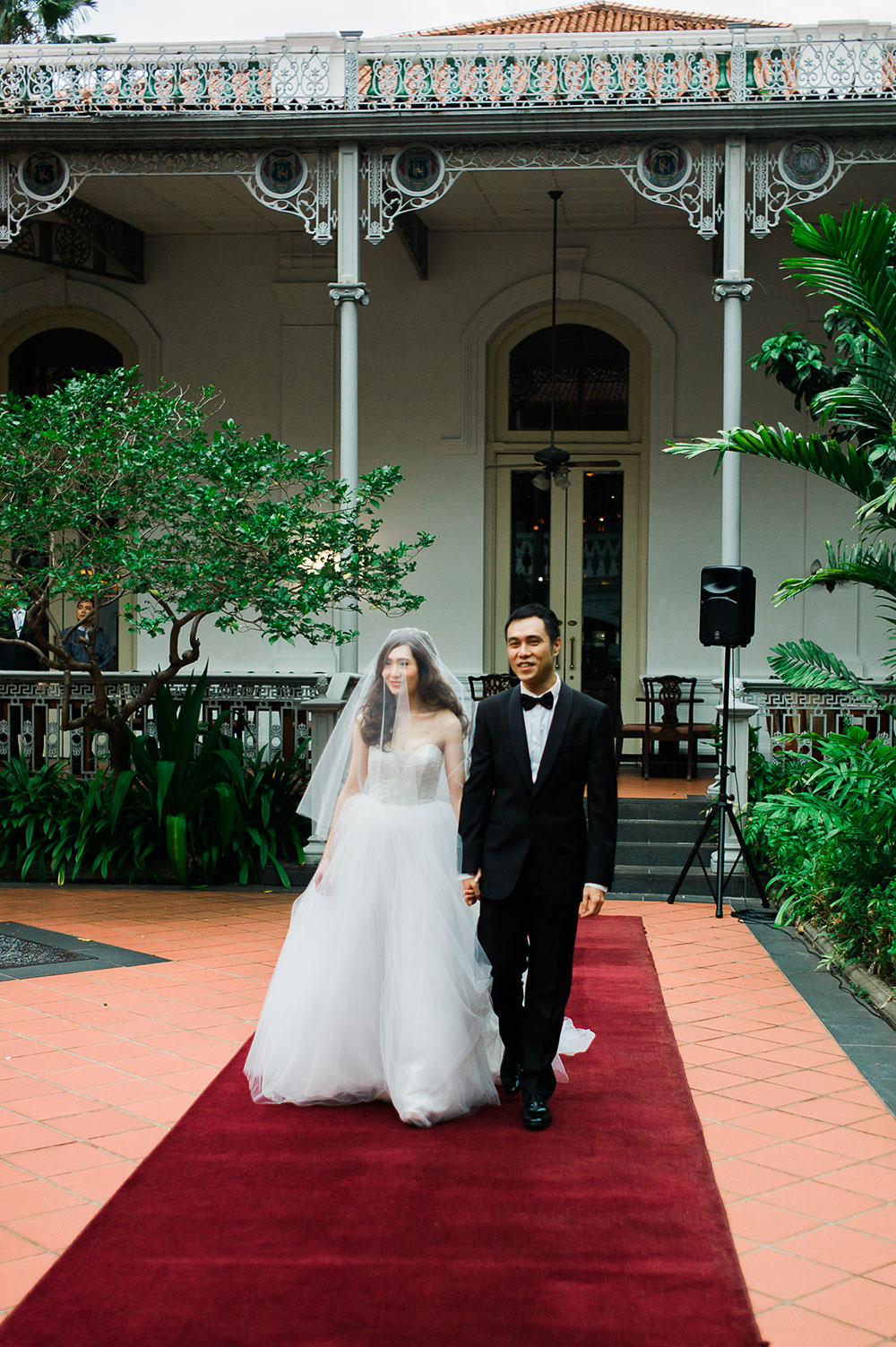 Singaore-Raffles-Hotel-Wedding-entrance