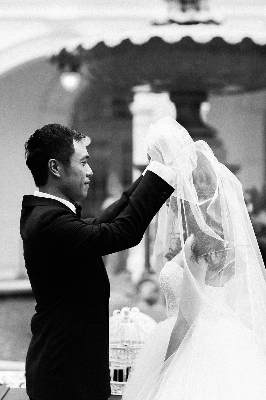 Singaore-Raffles-Hotel-Wedding-veil