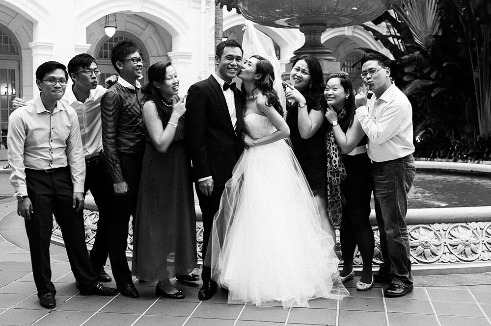 Singaore-Raffles-Hotel-Wedding-group-shot