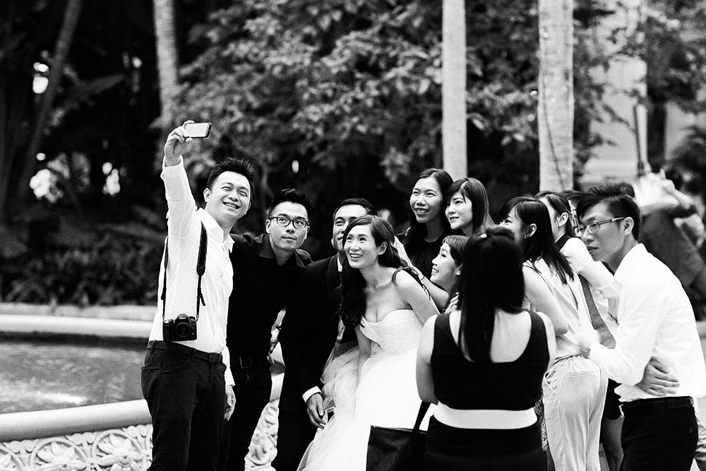 Singaore-Raffles-Hotel-Wedding-selfies