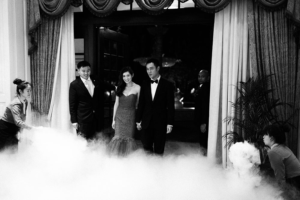 Singaore-Raffles-Hotel-Wedding-smoke-entrance