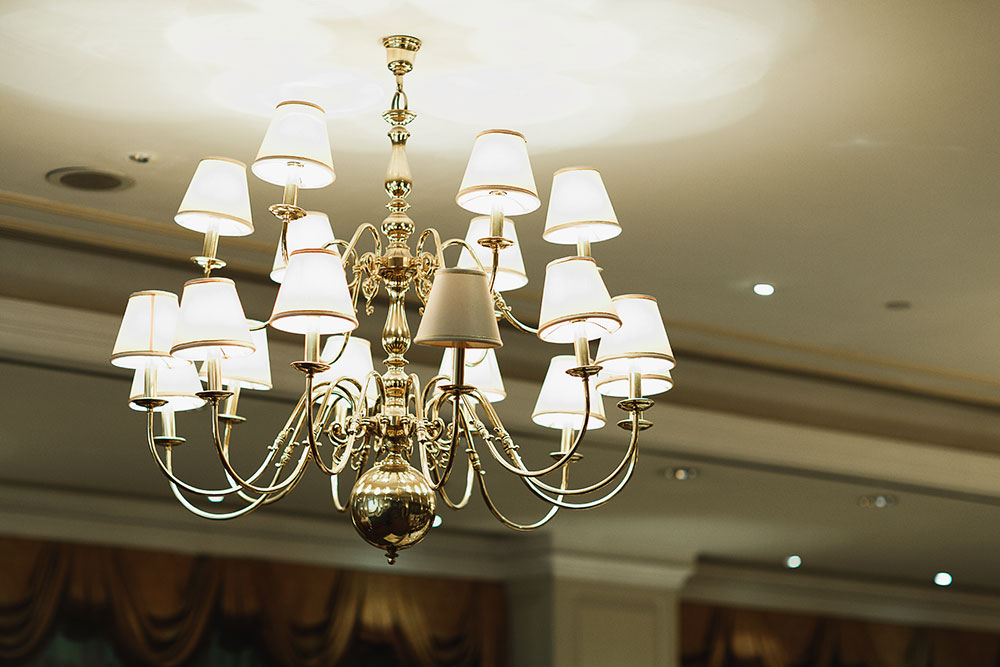 Singaore-Raffles-Hotel-Wedding-chandelier