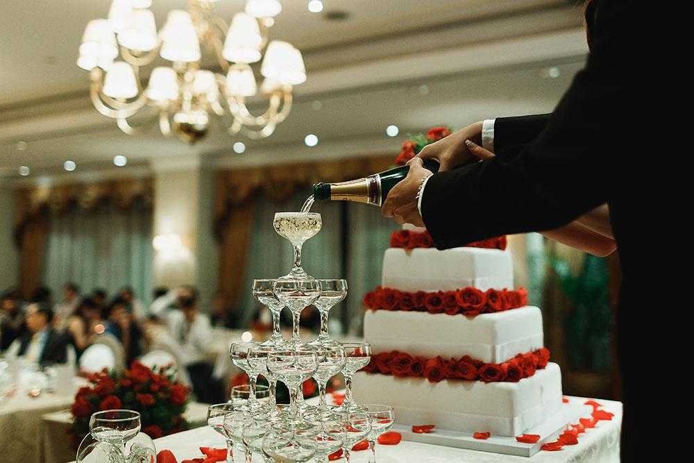 Singaore-Raffles-Hotel-Wedding-champagne-popping