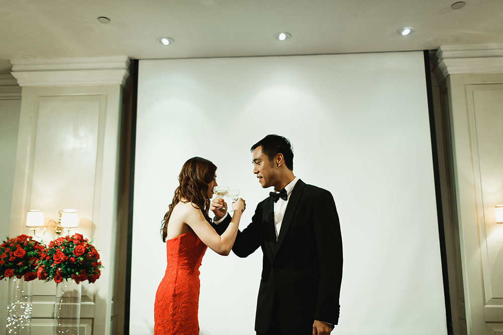 Singaore-Raffles-Hotel-Wedding-toast
