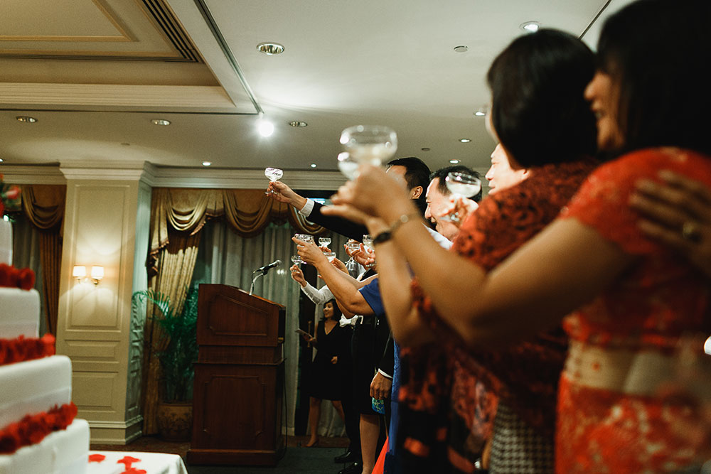 Singaore-Raffles-Hotel-Wedding-family-toast