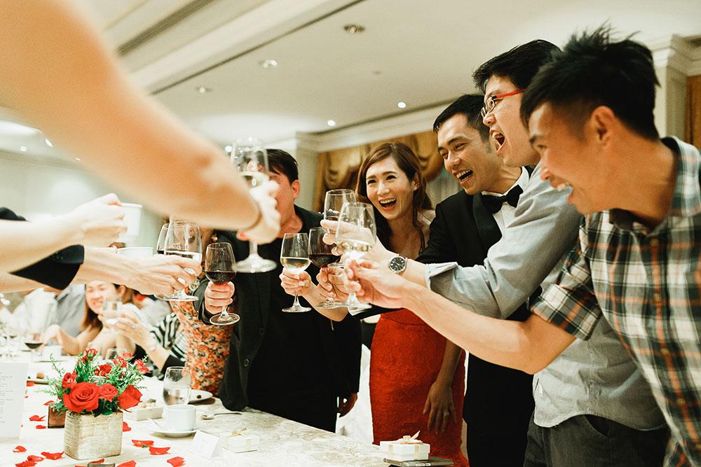 Singaore-Raffles-Hotel-Wedding-yum-seng-toast