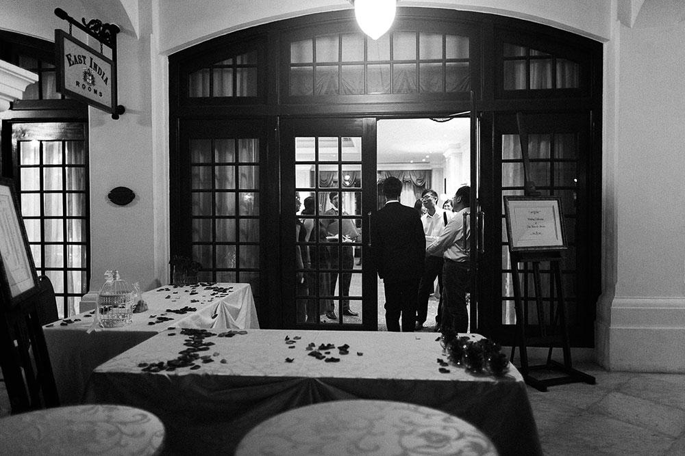 Singaore-Raffles-Hotel-Wedding-exit