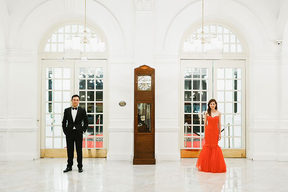 Singaore-Raffles-Hotel-Wedding-entrance-portrait