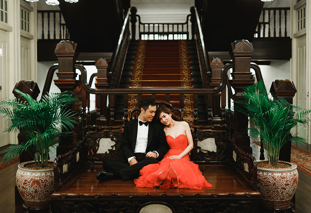 Singaore-Raffles-Hotel-Wedding-grand-stairs