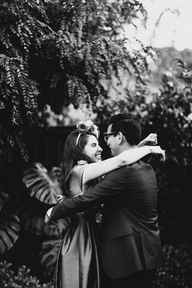 mildura-backyard-wedding-ceremony-kiss