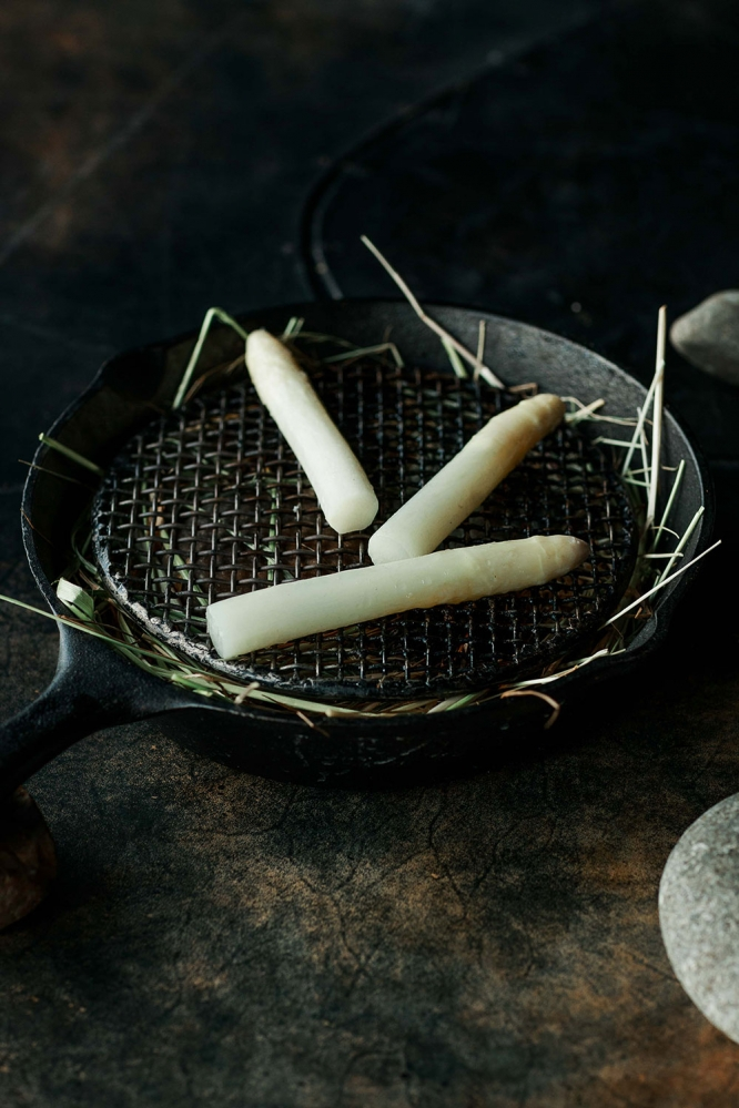 vue-de-monde-food-photographer-white-asparagus