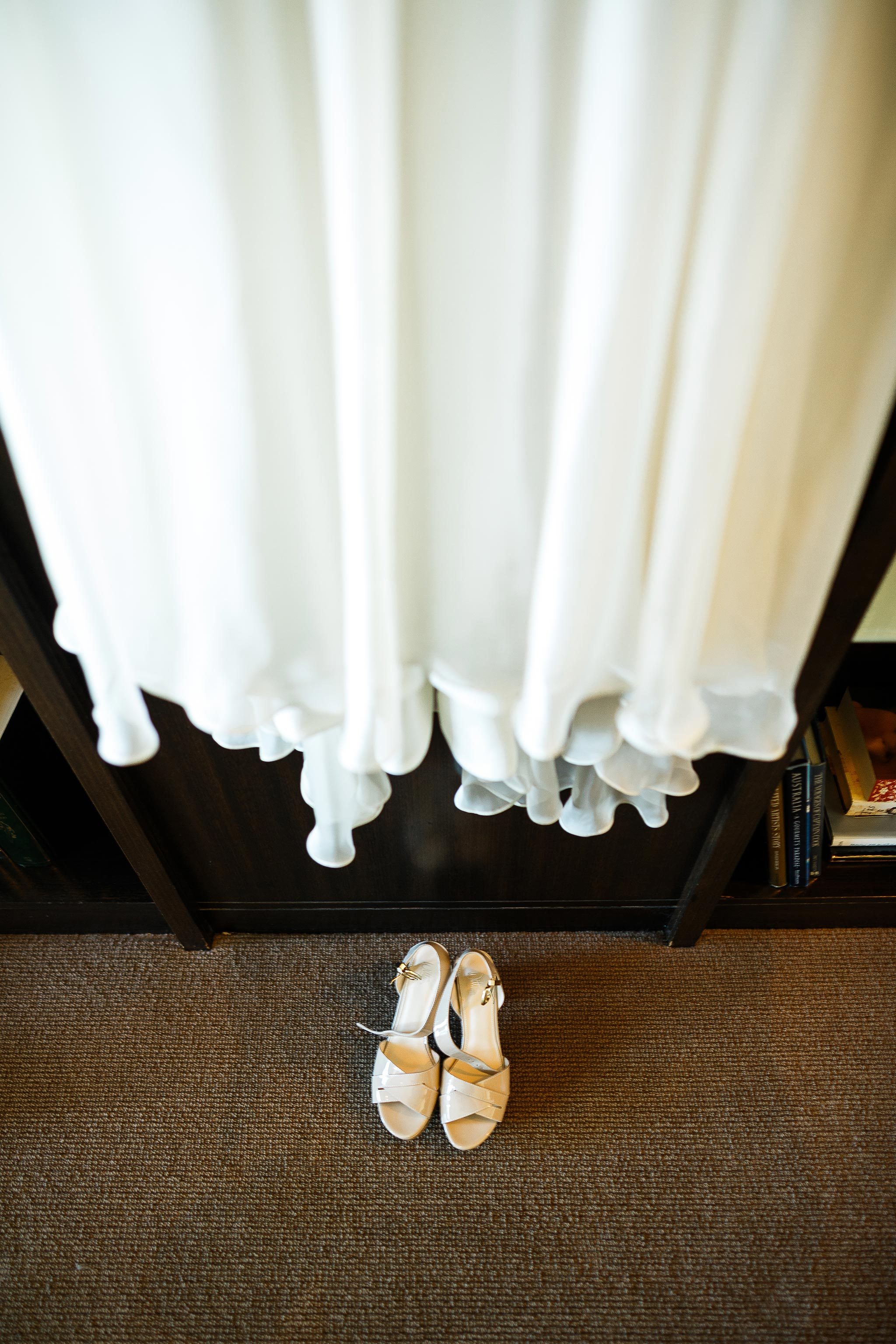 Daylesford-Lake-House-Wedding-Photography-dress