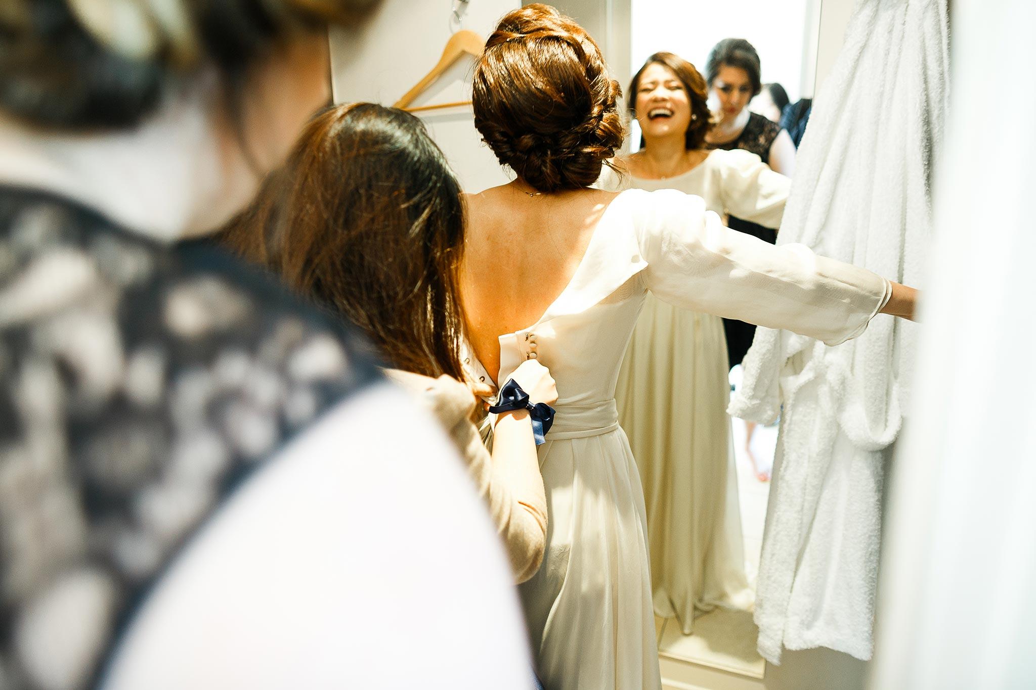 Daylesford-Lake-House-Wedding-Photography-dress