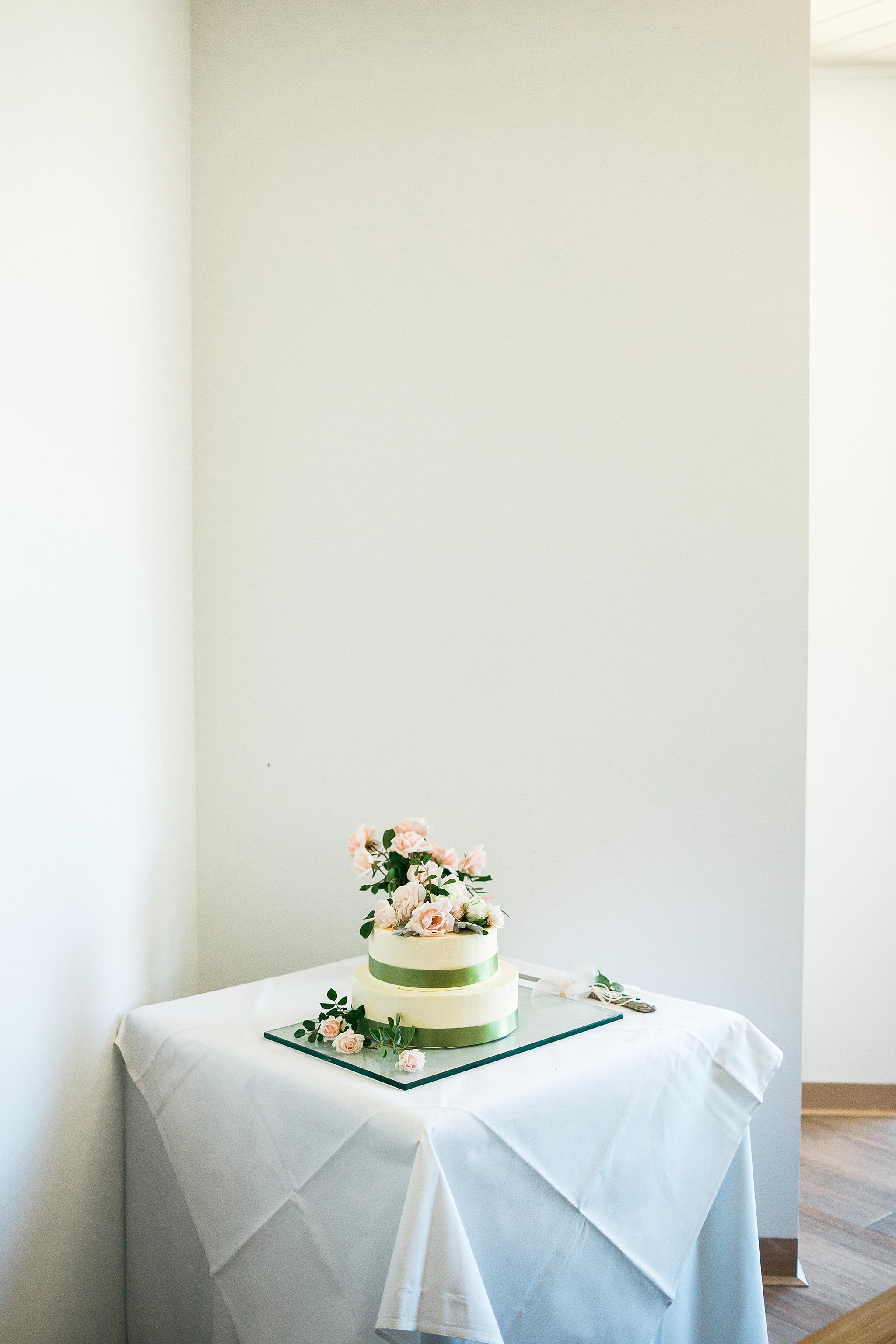 Daylesford-Lake-House-Wedding-Photography-wedding-cake