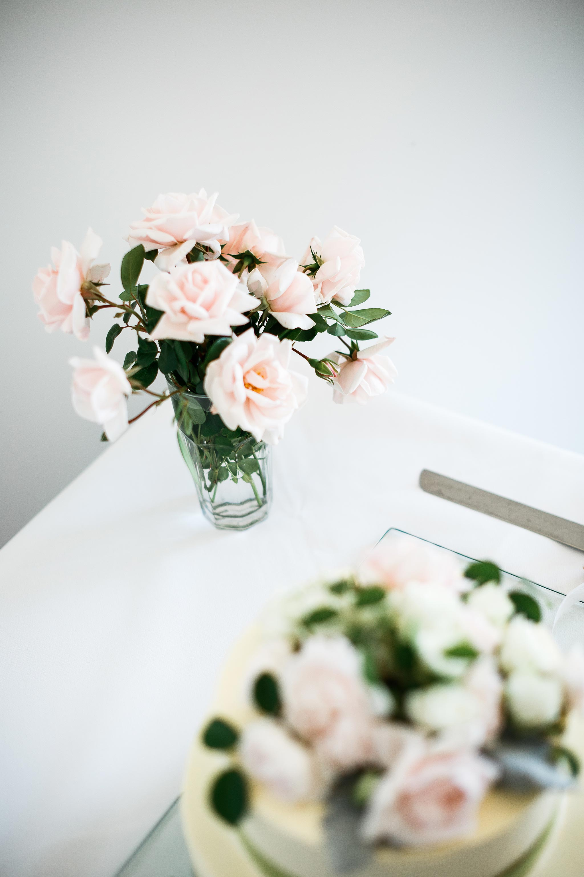 Daylesford-Lake-House-Wedding-Photographer-lunch-reception-flower
