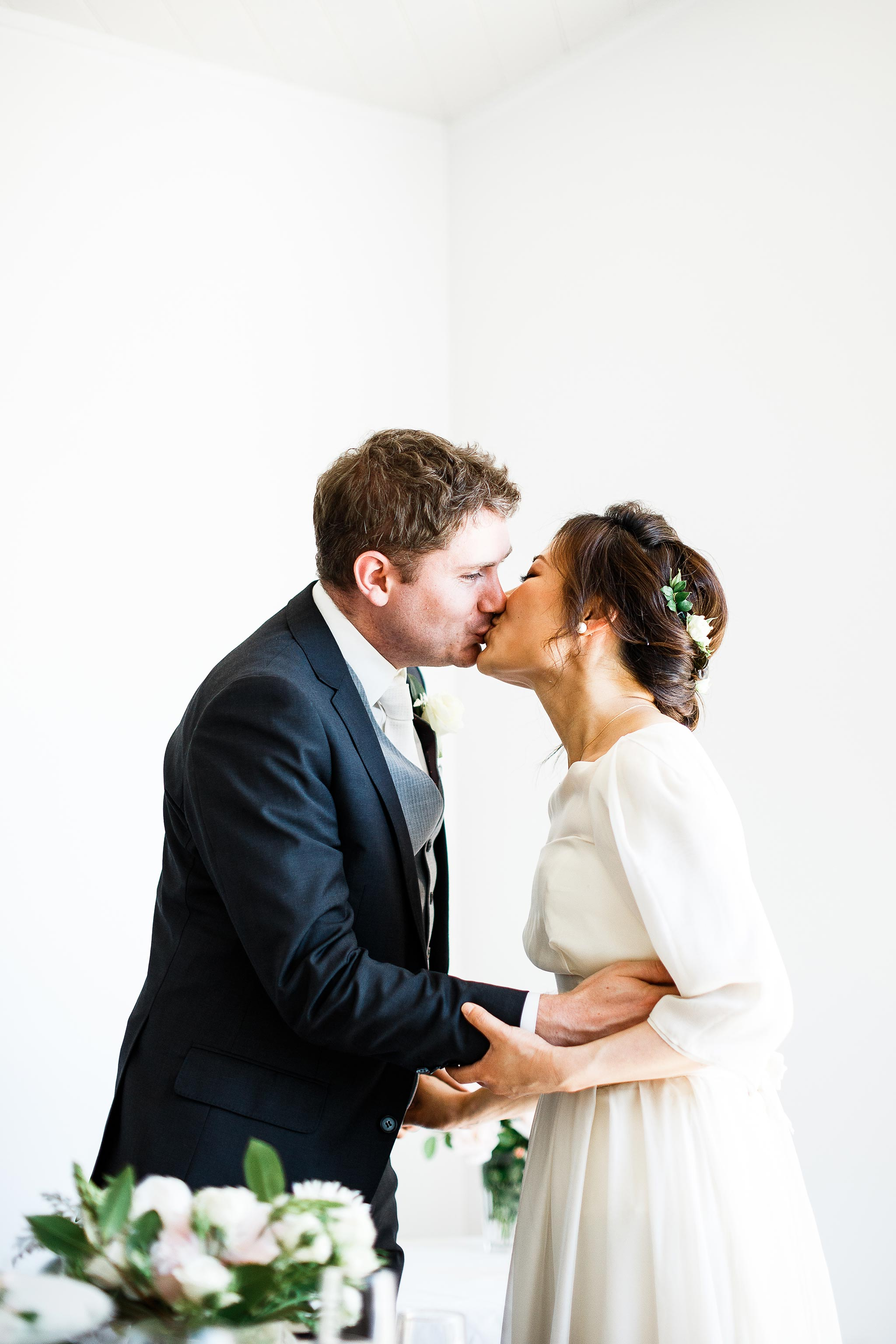 Daylesford-Lake-House-Wedding-Photographer-lunch-reception-kiss