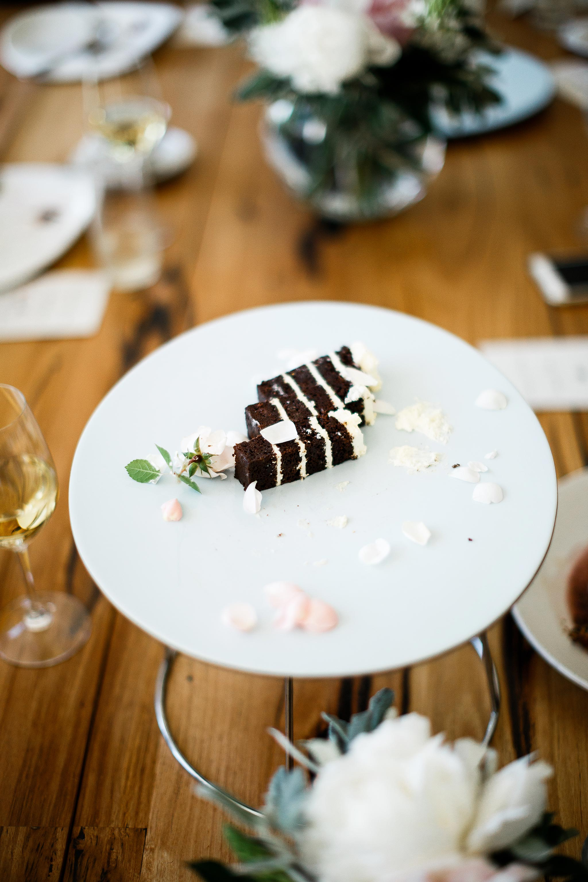 Daylesford-Lake-House-Wedding-Photographer-lunch-reception-wedding-cake