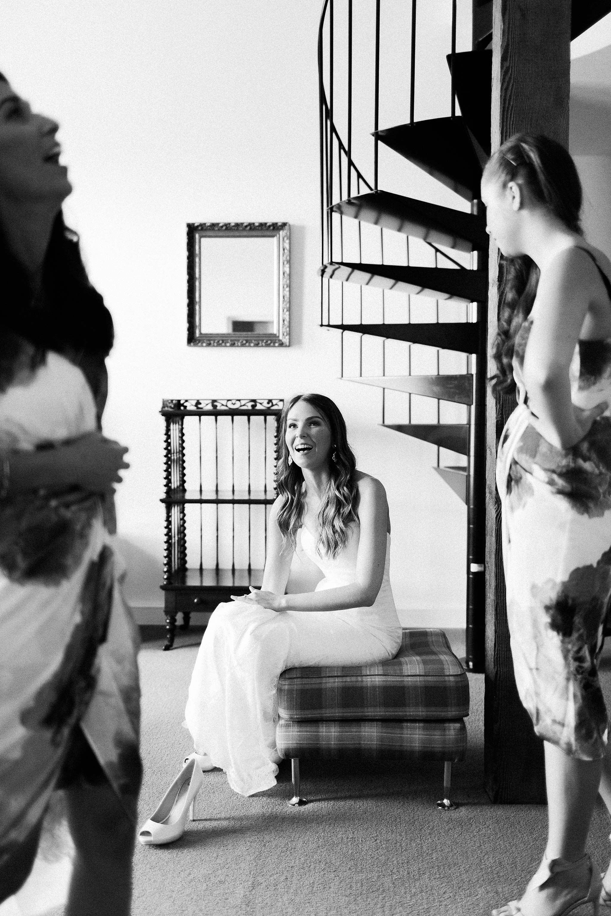 Launceston-Brickendon-barn-Wedding-Photographer-bride-getting-ready