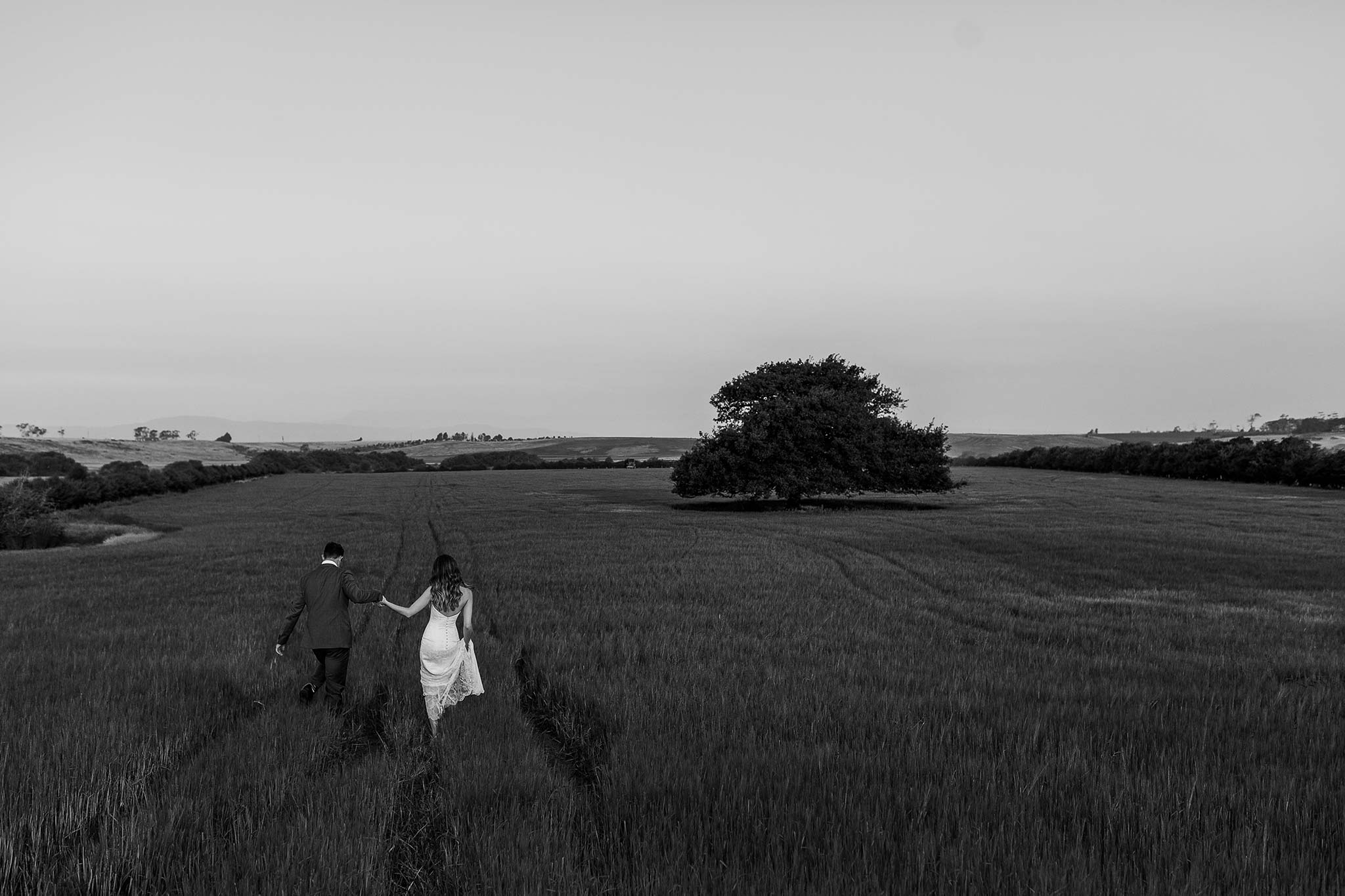Launceston-Brickendon-barn-Wedding-Photographer-bride-groom-portrait