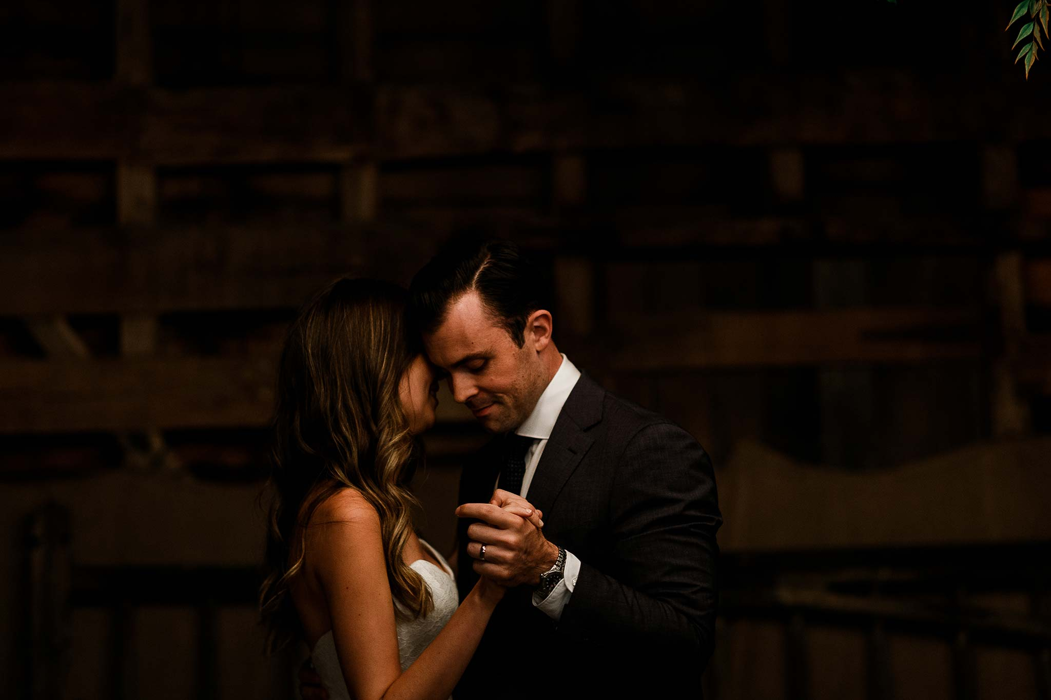 Launceston-Brickendon-barn-Wedding-Photographer-reception-first-dance