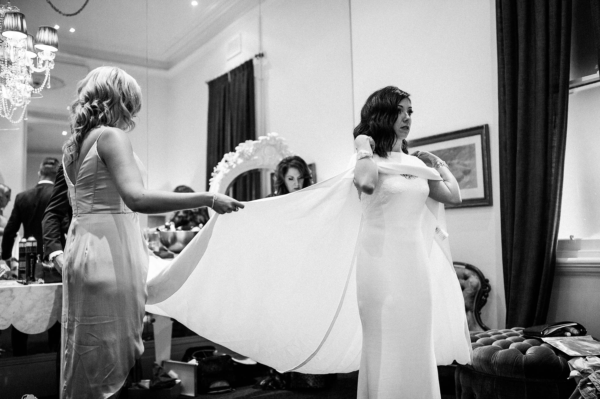 quat-quatta-night-wedding-bride-getting-ready-long-dress