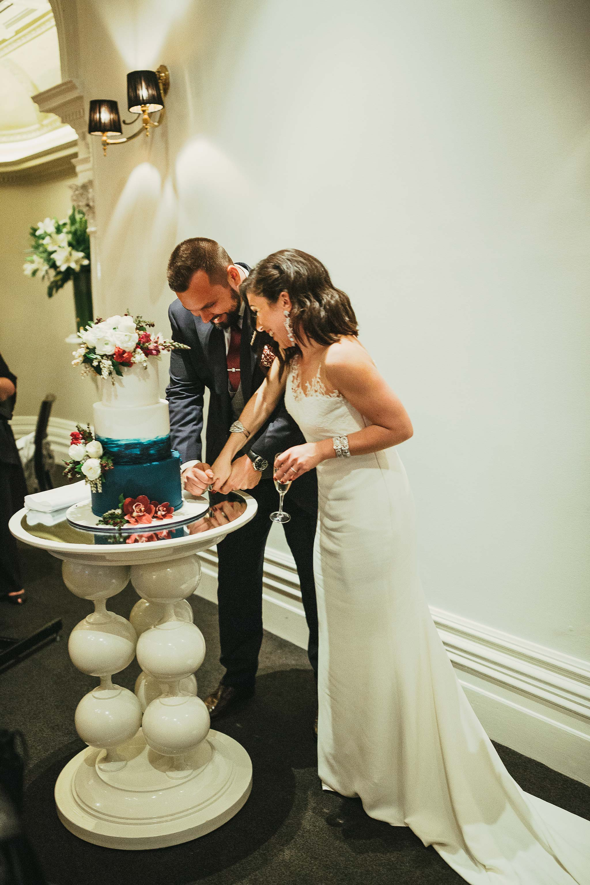 quat-quatta-night-wedding-reception-cake-cutting