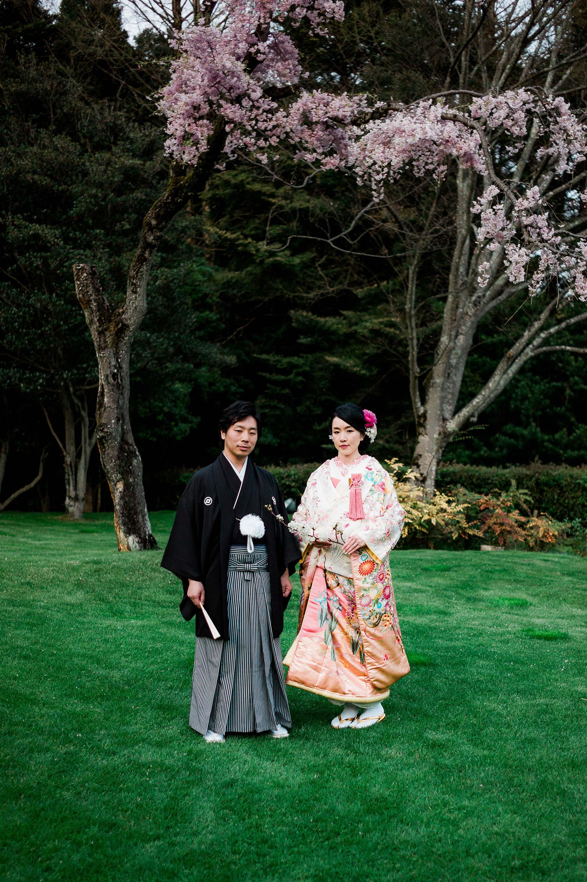 Osaka-Banpaku-Geihinkan-Wedding-reception-kimono-bride-groom-sakura