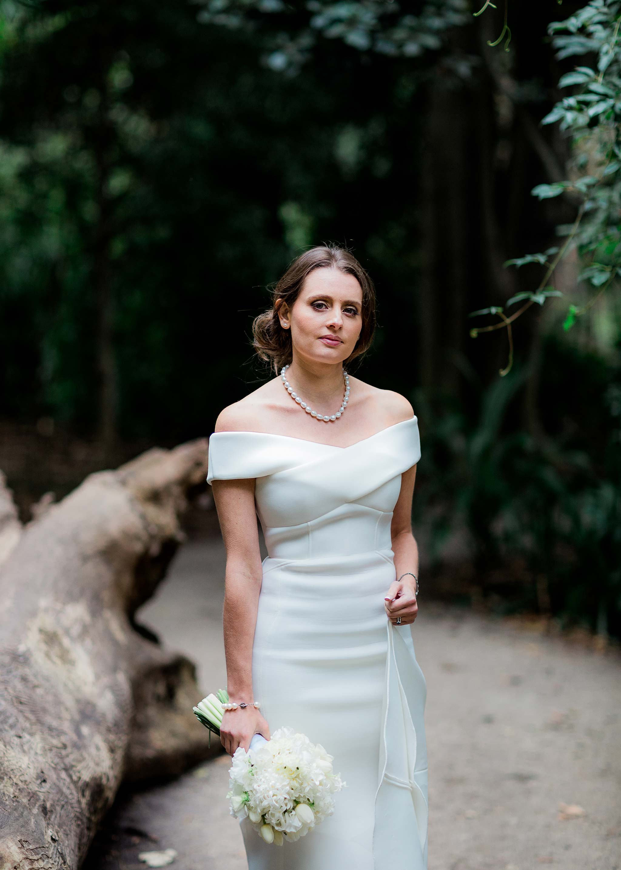 melbourne-royal-botanical-garden-bride-elegant-dress