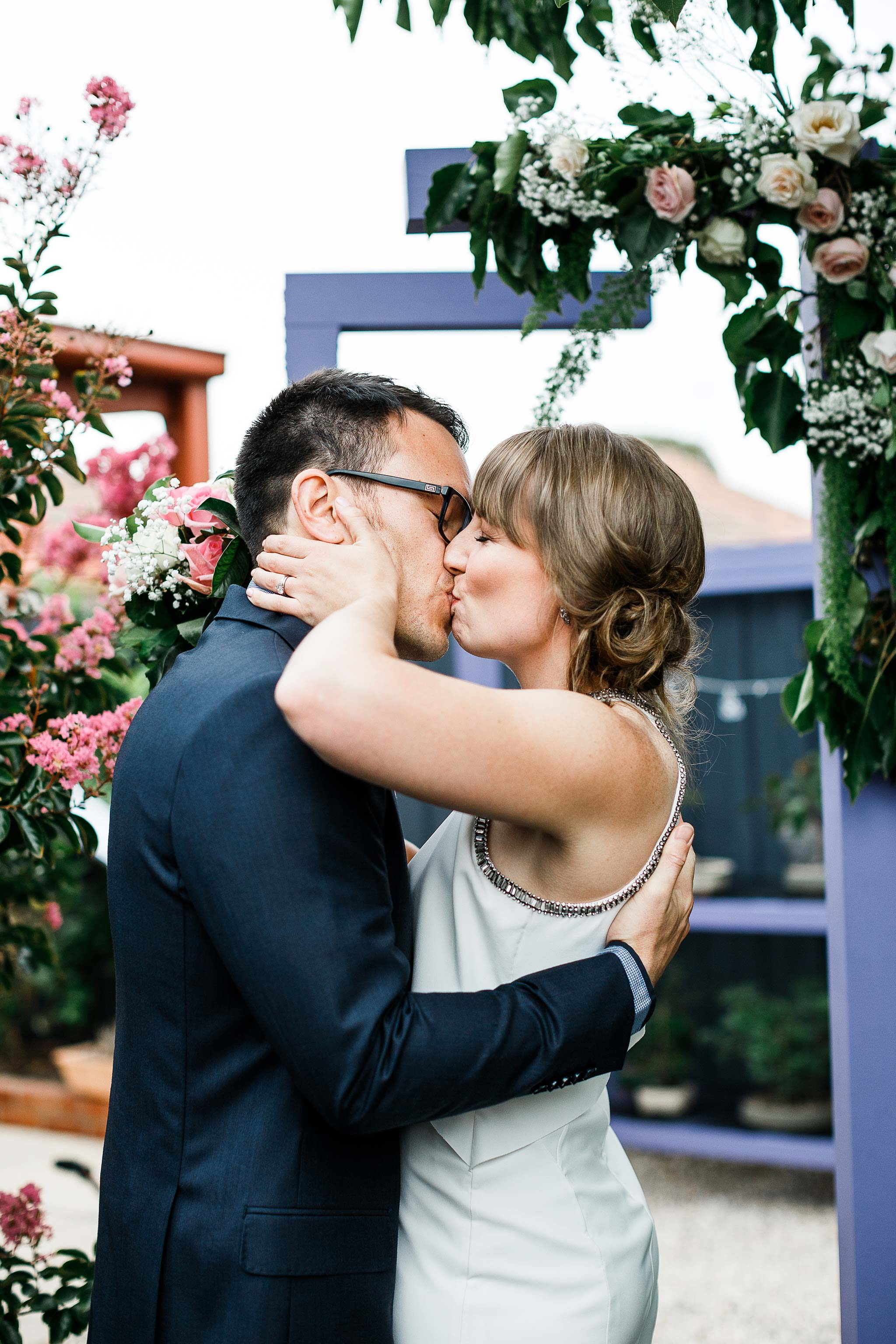 Strathmore-Melbourne-Backyard-Wedding-ceremony-kiss