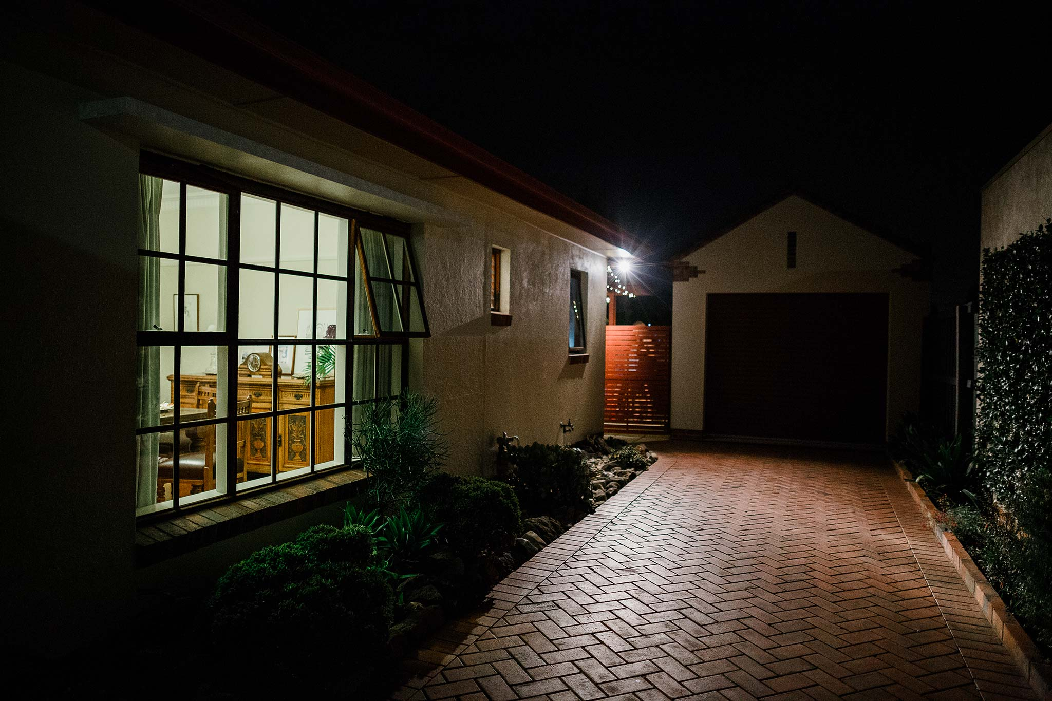 Strathmore-Melbourne-Backyard-Wedding-reception-house-dark