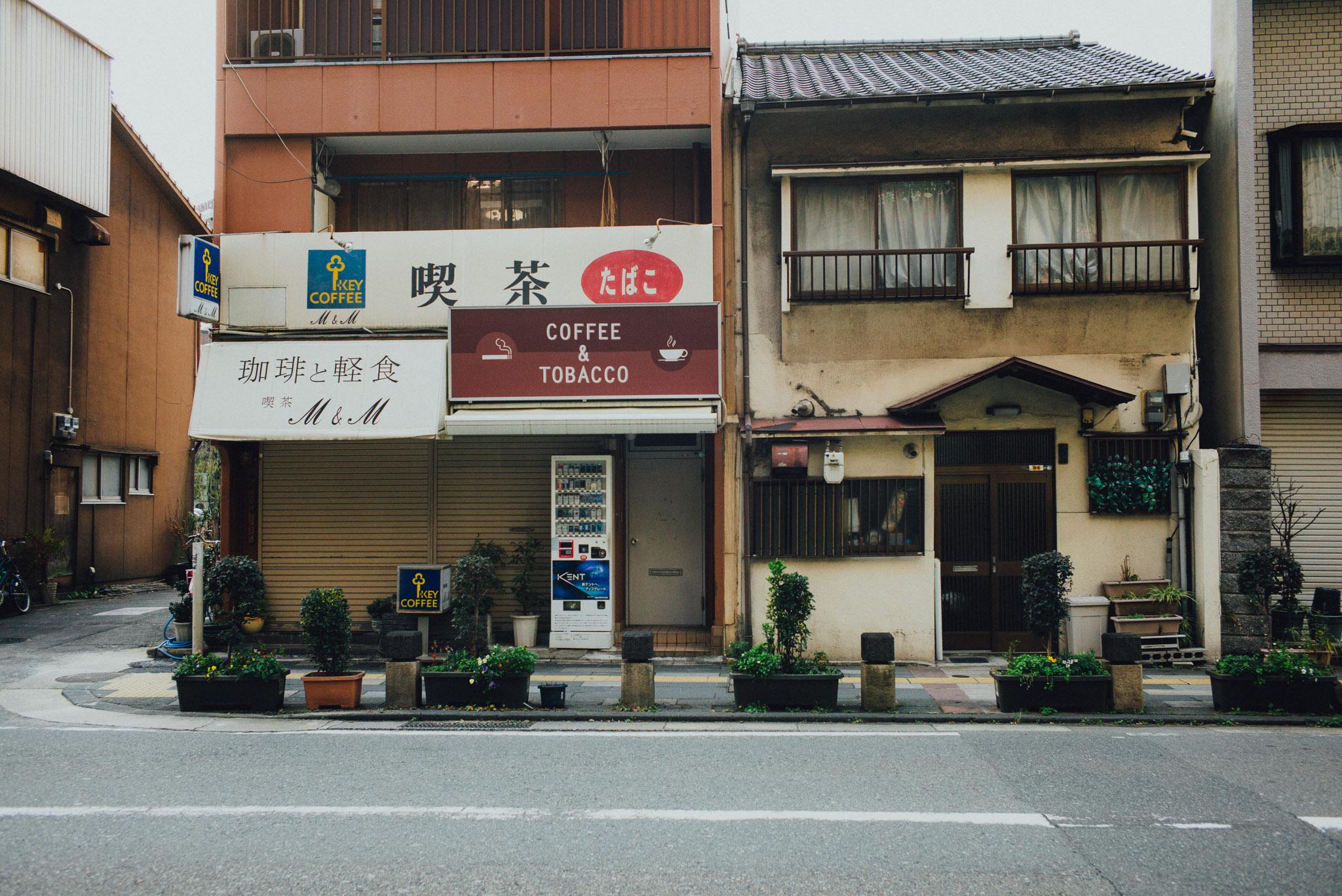 leica-mp-240-photographer-fukuoka-tenjin-shop-front