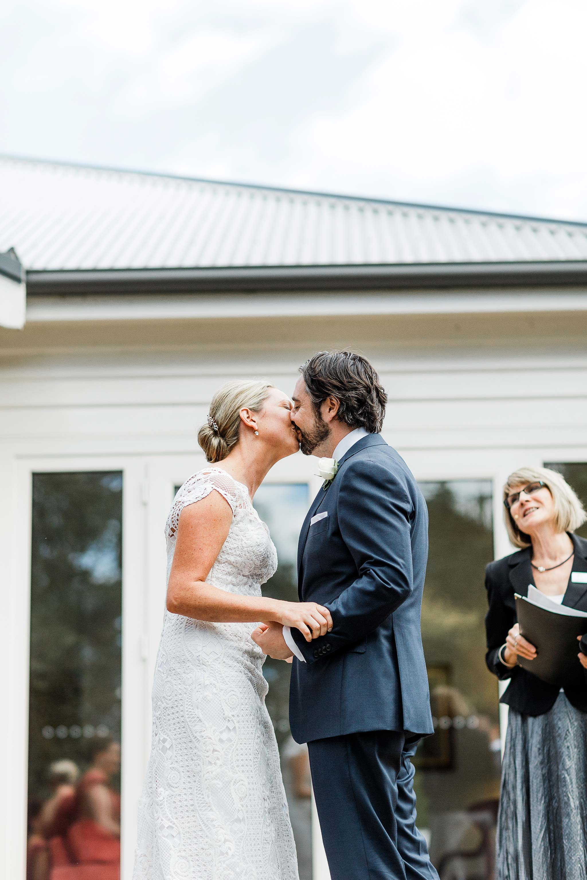 Tasmania-Davenport-Farm-Wedding-kiss