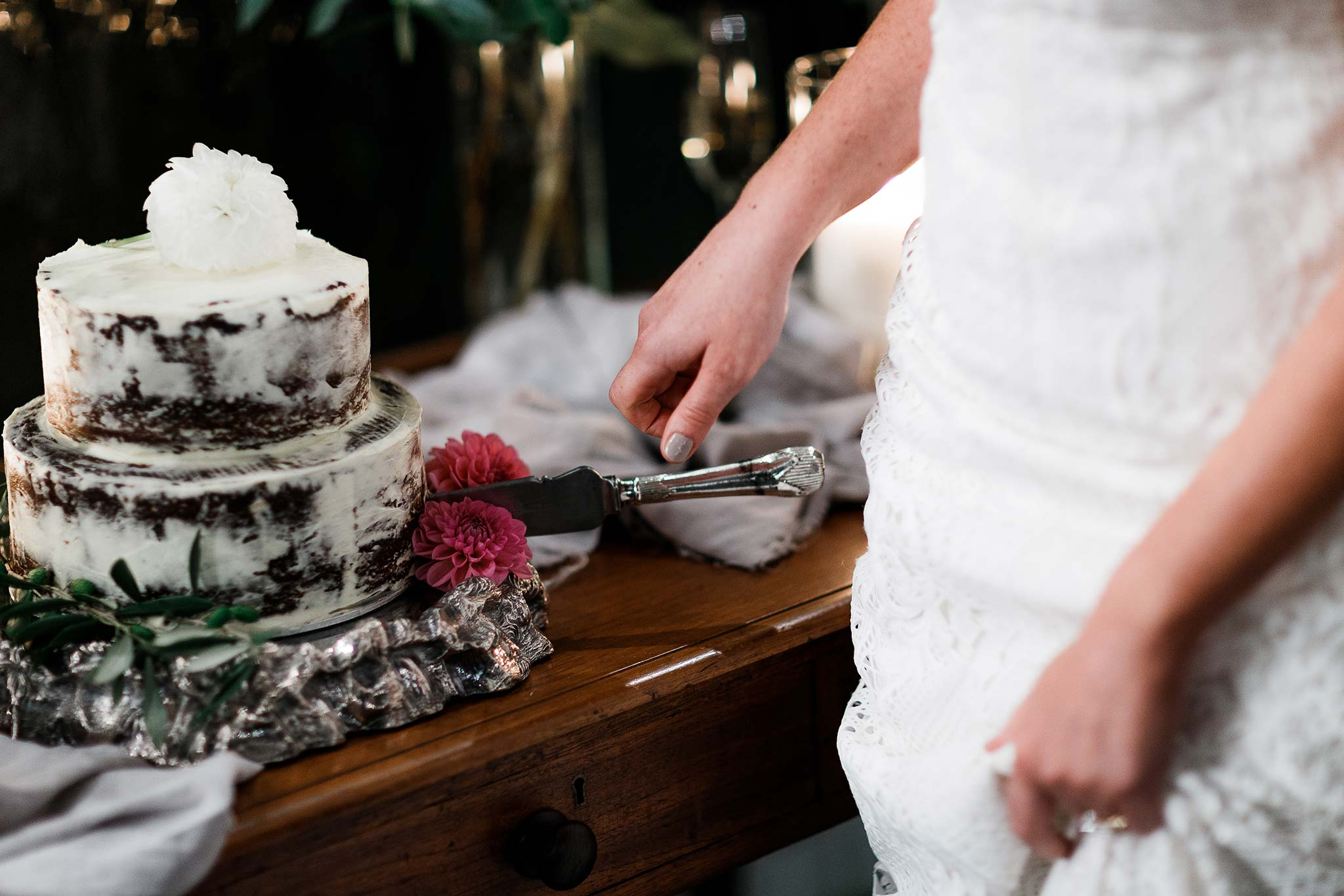 melbourne-destination-wedding-photographer-cake
