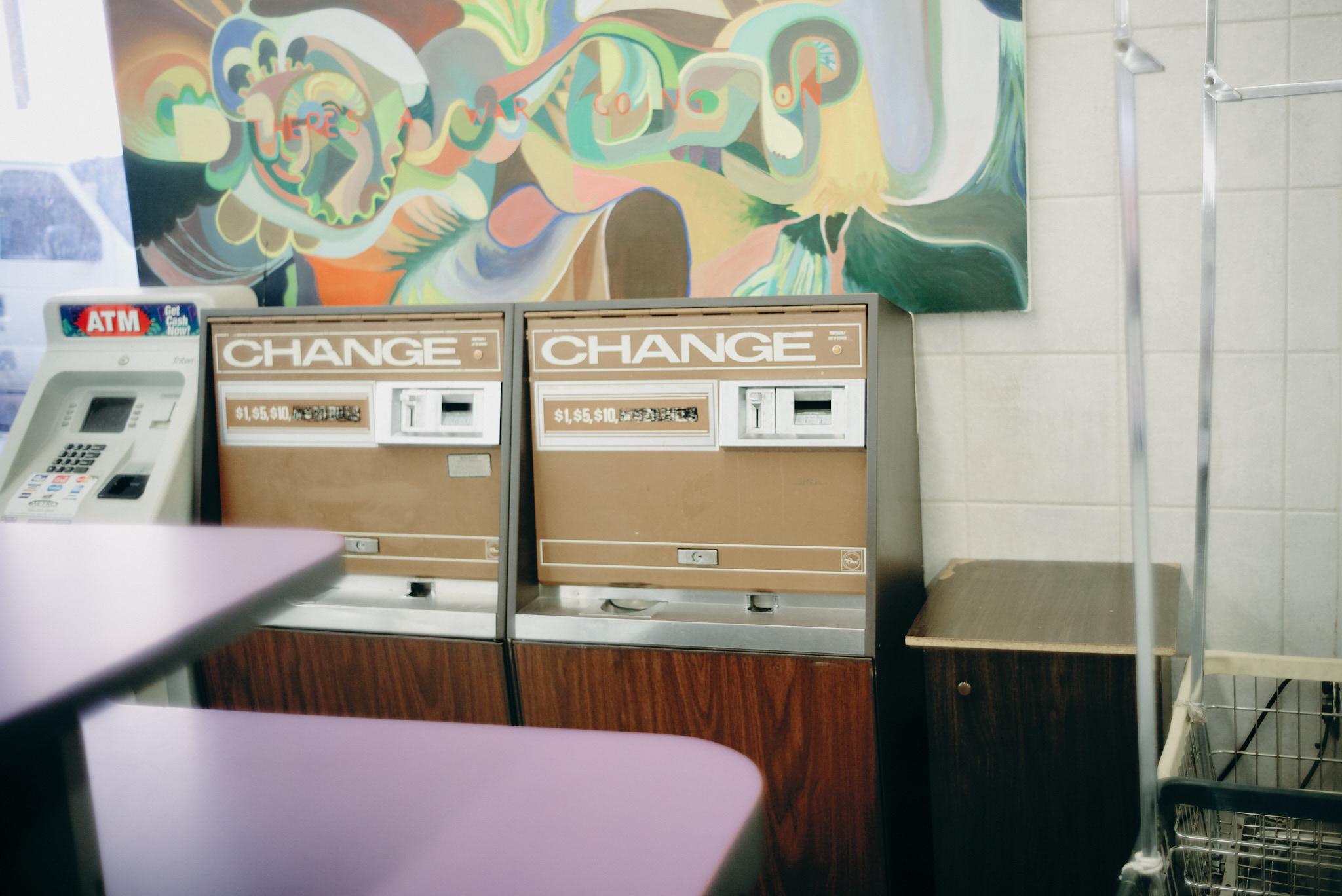 Melbourne-travel-photographer-chicago-wicker-park-change-machine