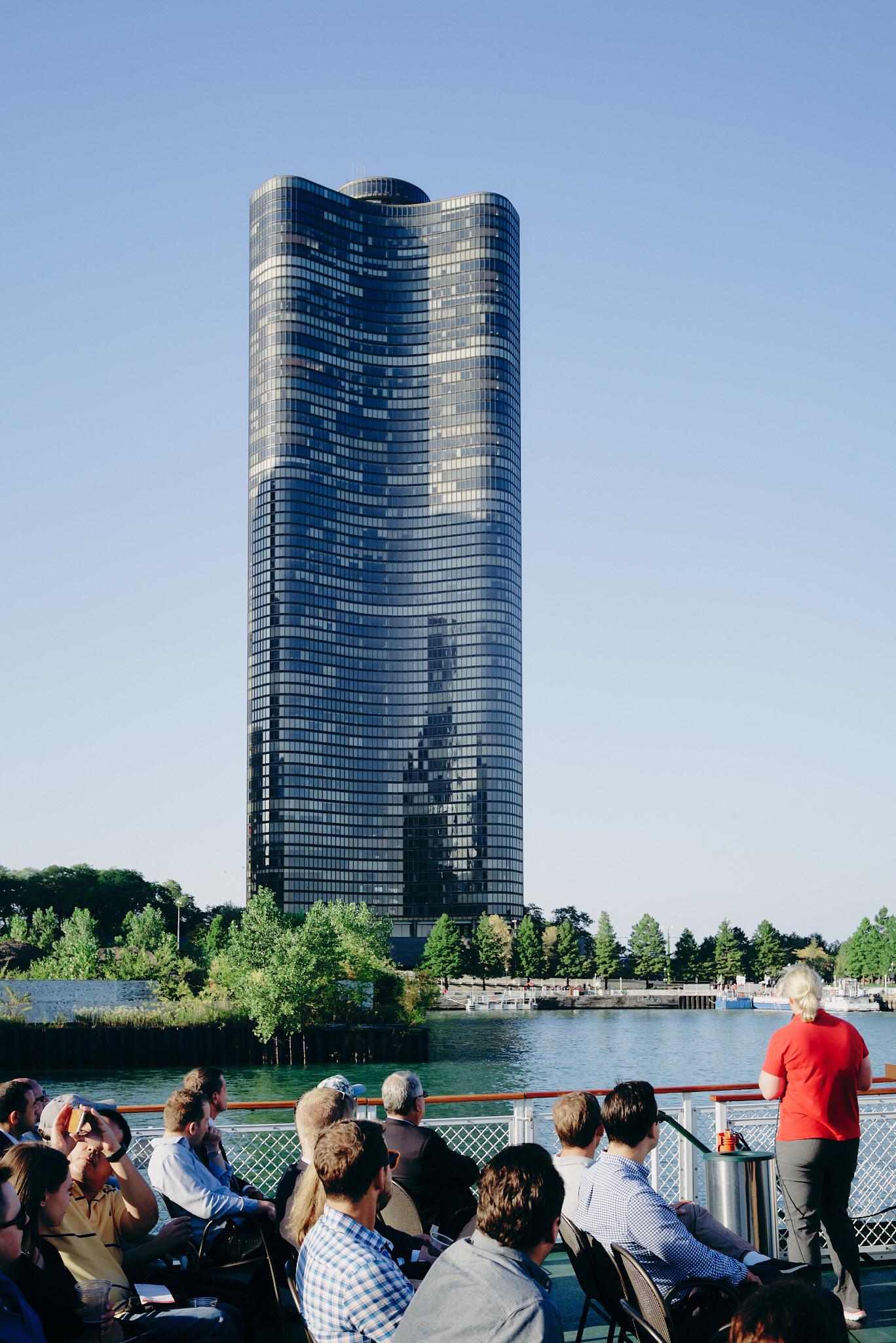 Melbourne-travel-photographer-chicago-architecture-river-tour-clover